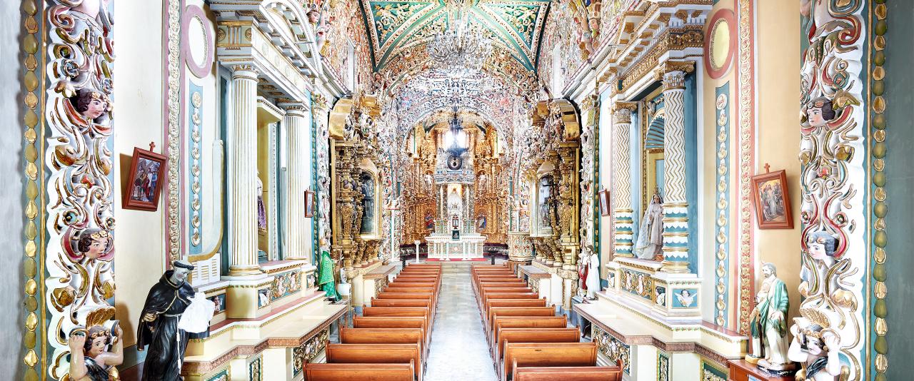 Iglesia de Santa María Tonantzintla I 2015  | Candida Höfer en México | Museo Amparo, Puebla