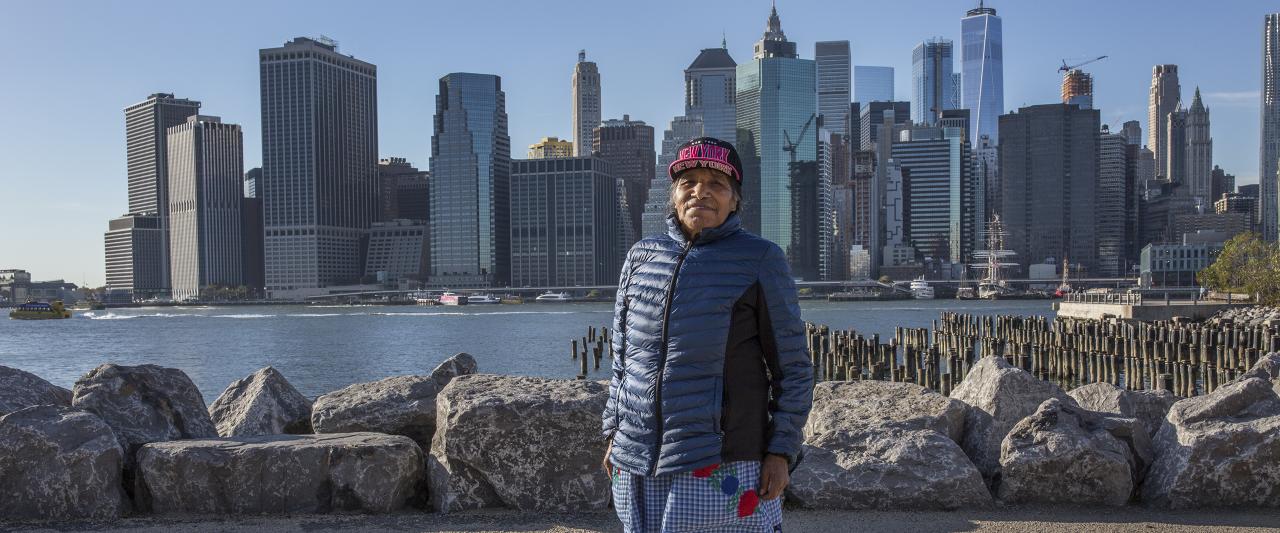 Juana Flores en Brooklyn, Nueva York | Forasteros. De migrantes, refugiados y exiliados | Museo Amparo, Puebla